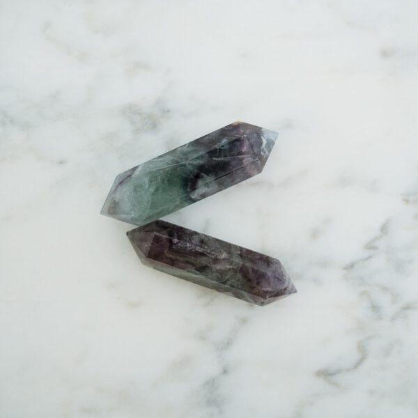 biterminado fluorita violeta